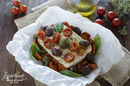 feta al cartoccio con pomodorini e olive al cartoccio al forno o friggitrice ad aria ricetta secondo