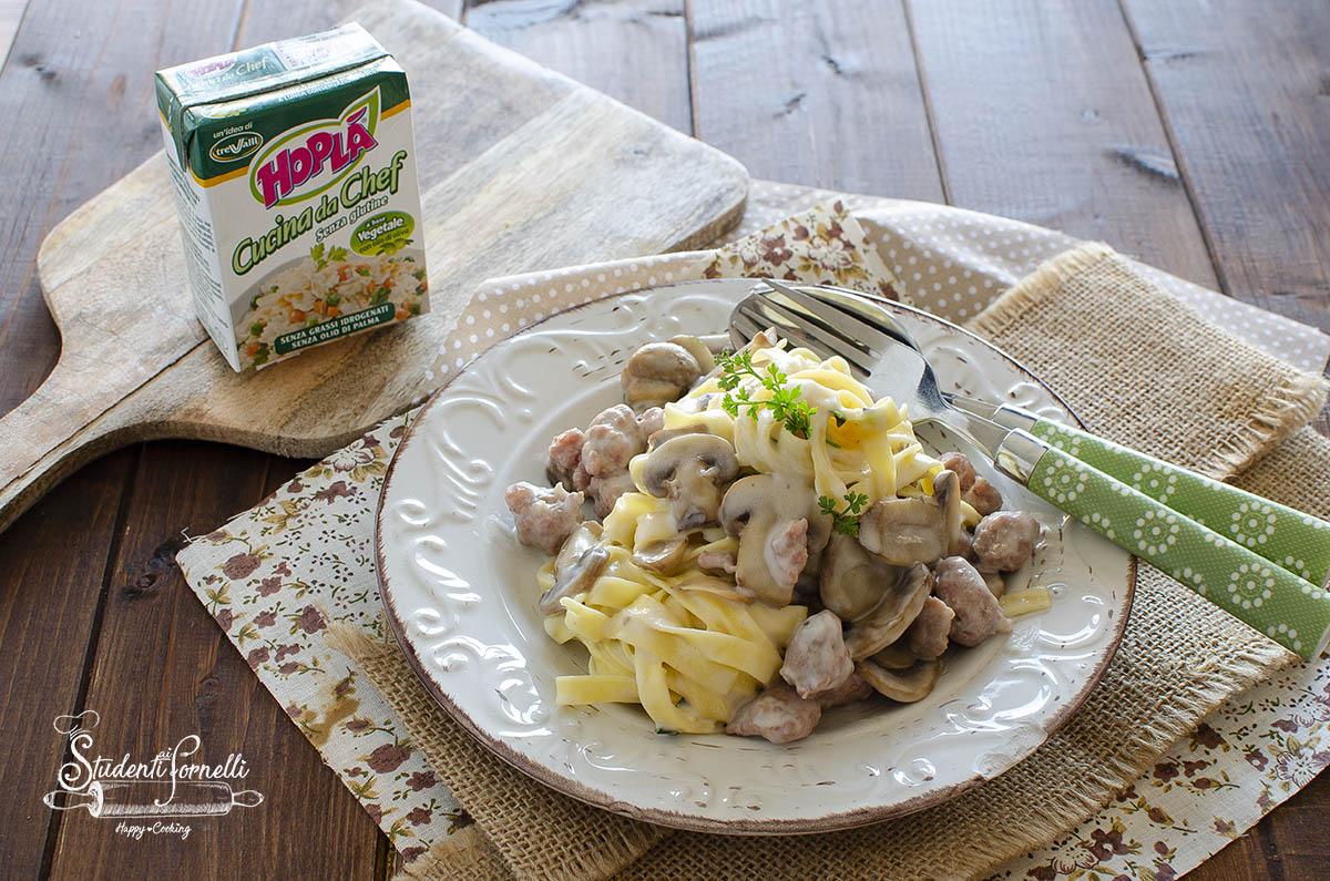 tagliatelle risottate salsiccia e funghi con panna ricetta primo