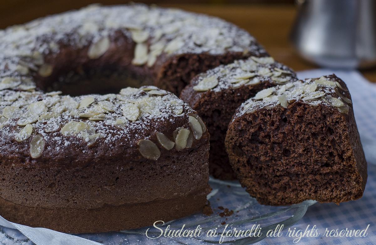 ricetta ciambellone cioccolato e mandorle sofficissimo-senza-burro-ricetta-ciambella-colazione-cacao-morbida
