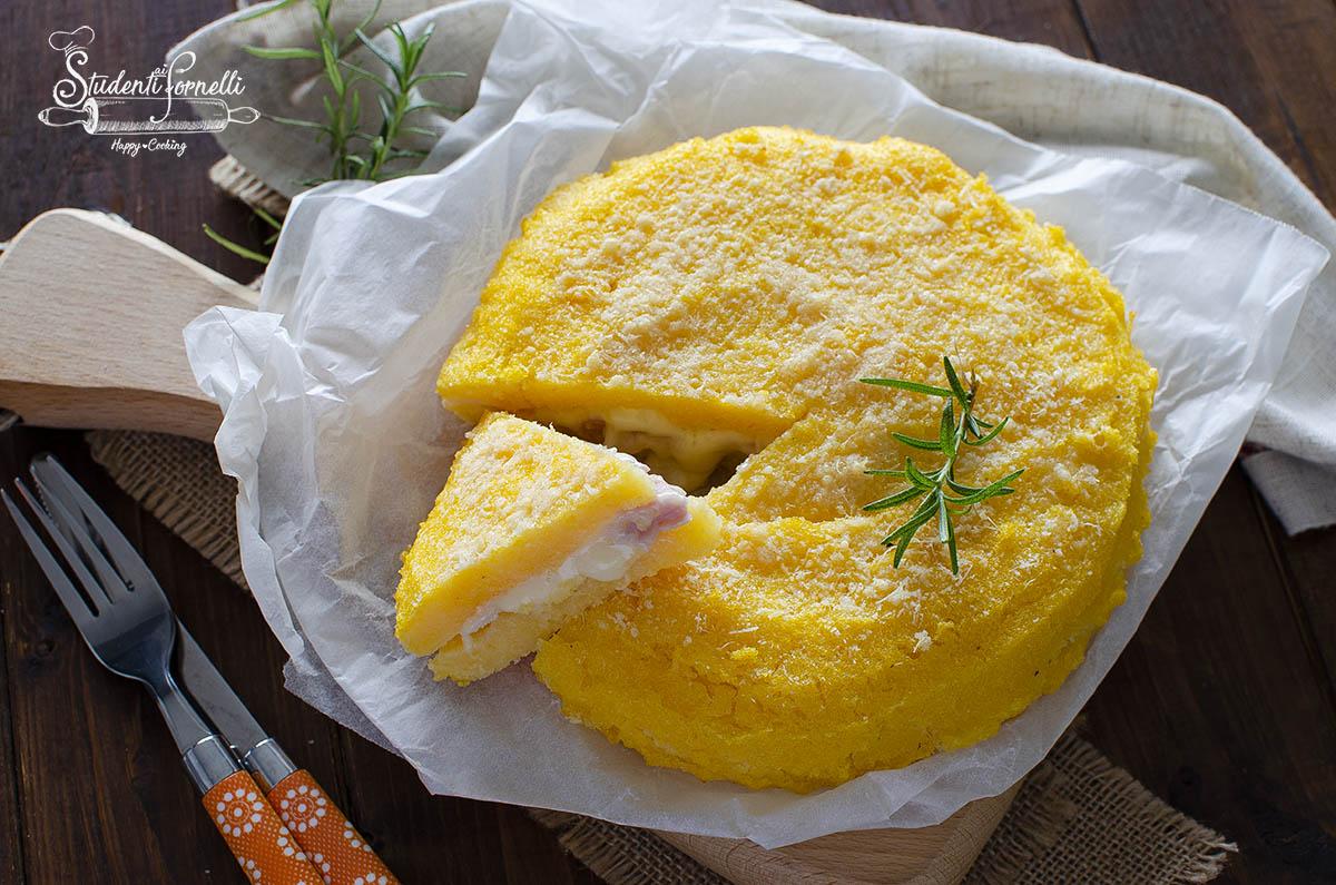 torta di polenta prosciutto e formaggio gratinata in friggitrice ad aria