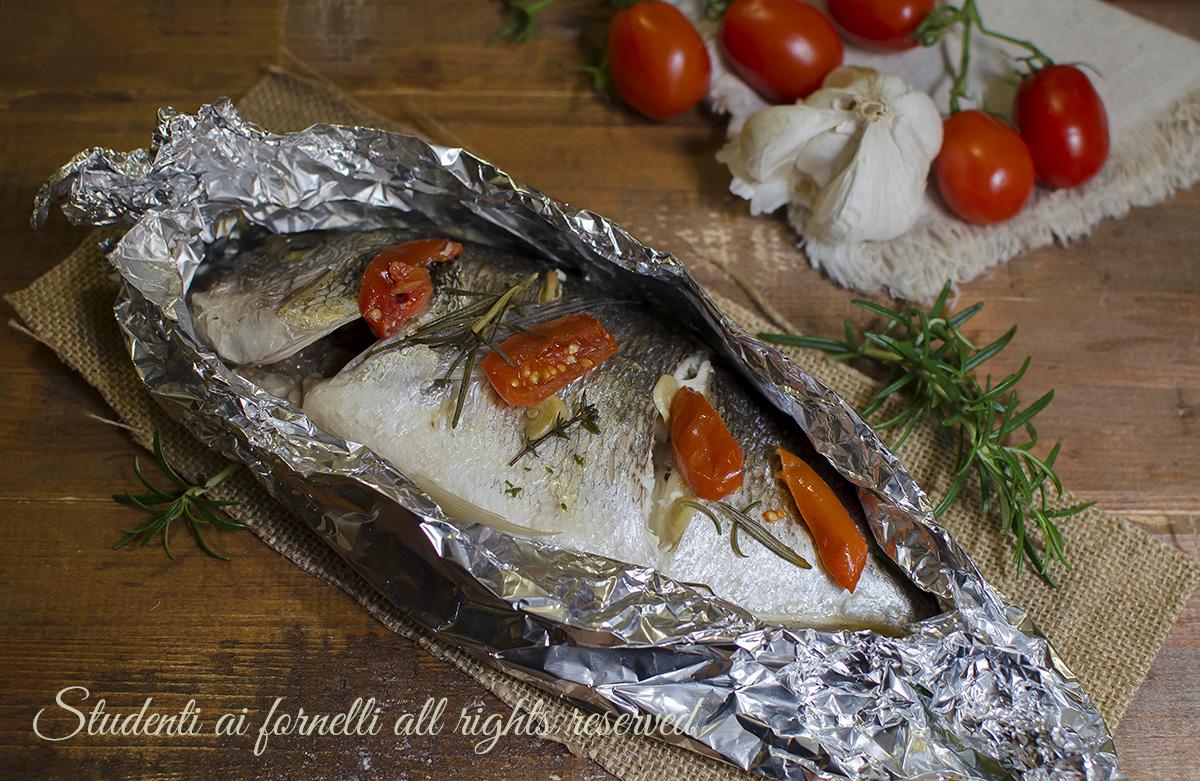 orata-al-cartoccio-con-pomodorini-al-forno-ricetta-secondo-pesce-facile-veloce