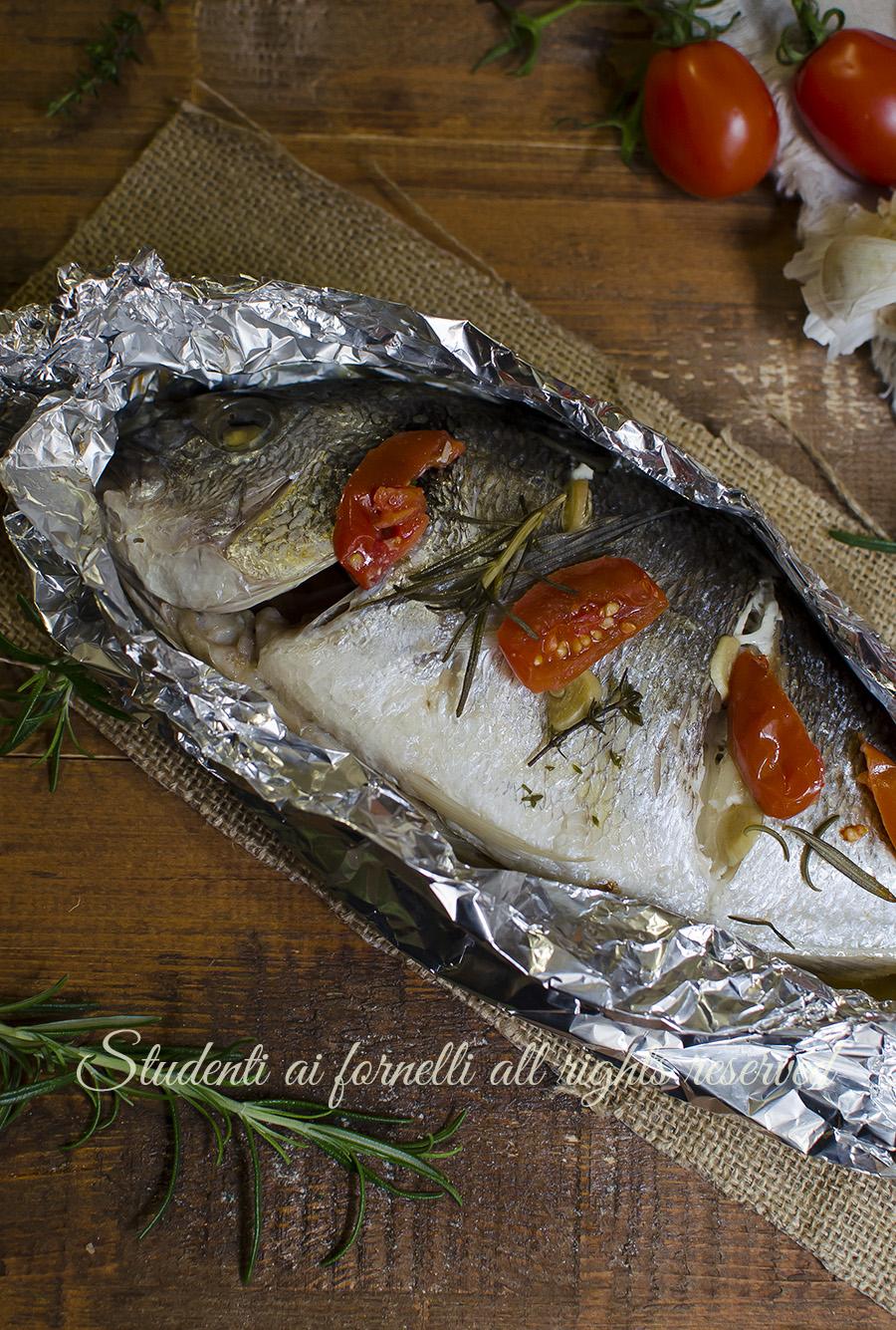 Ricetta Orata Al Cartoccio In Forno.Orata Al Cartoccio Con Pomodorini Al Forno Cucinare Il Pesce