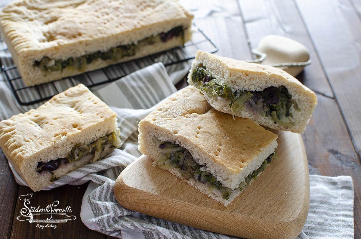 ricetta pizza di scarole e olive napoletana ricetta focaccia ripiena di verdure