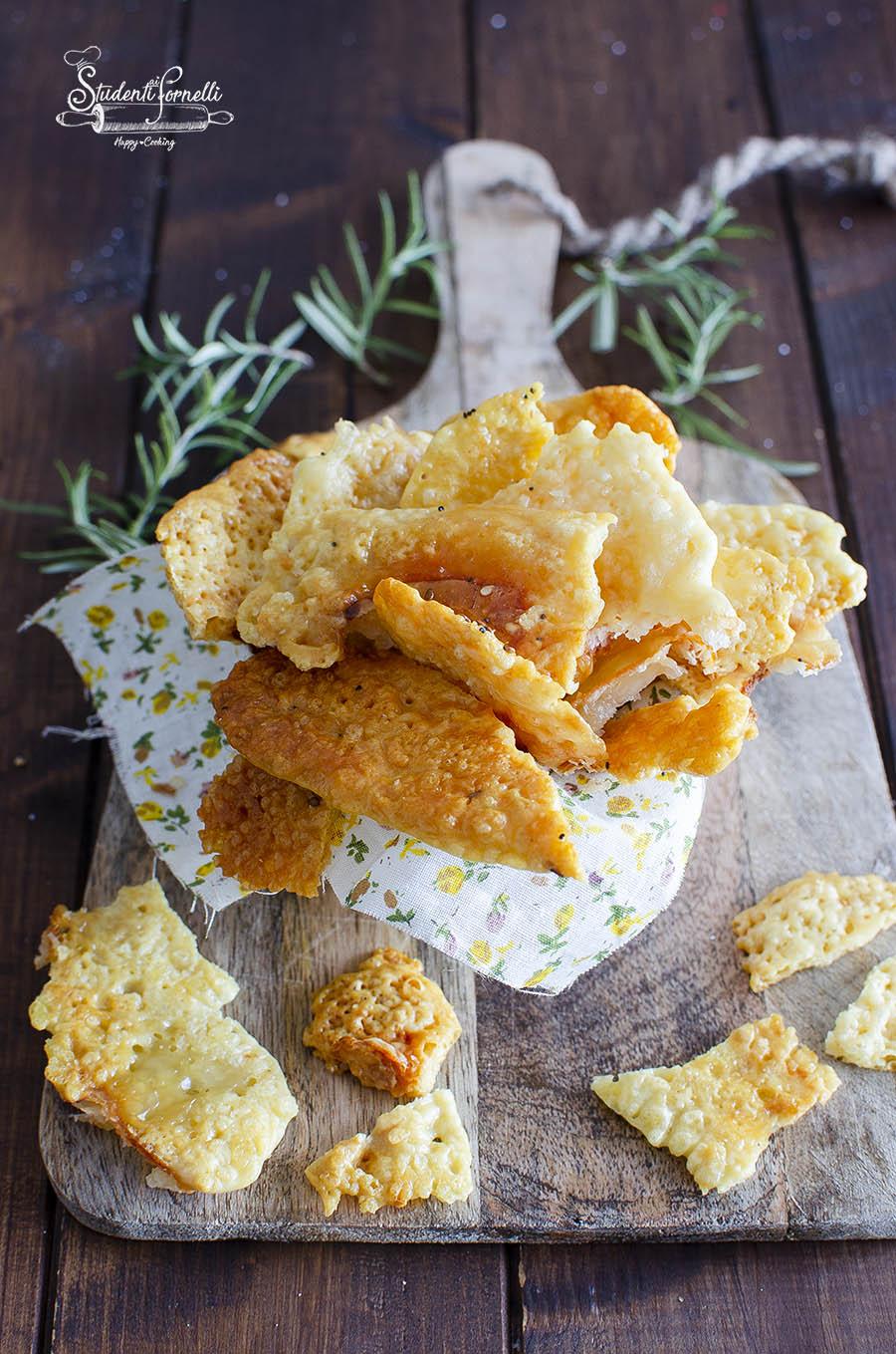 ricetta chips di formaggio snack facile e veloce