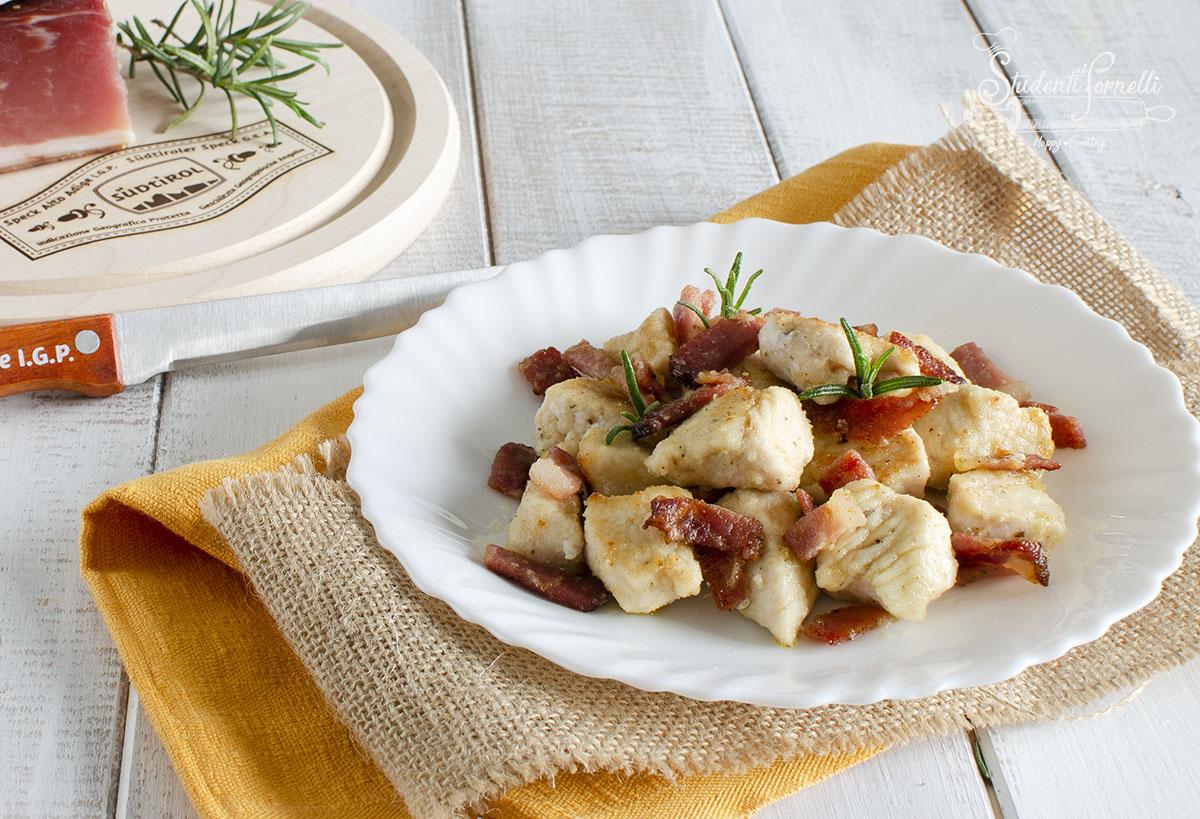 bocconcini di pollo e speck in padella ricetta