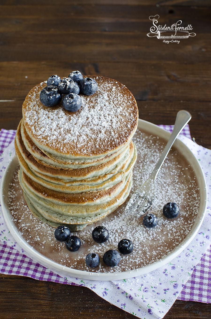 pancake ai mirtilli ricetta colazione senza burro