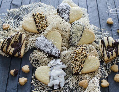 BISCOTTI CUORE Decorati con Cioccolato (di Pasta Frolla)
