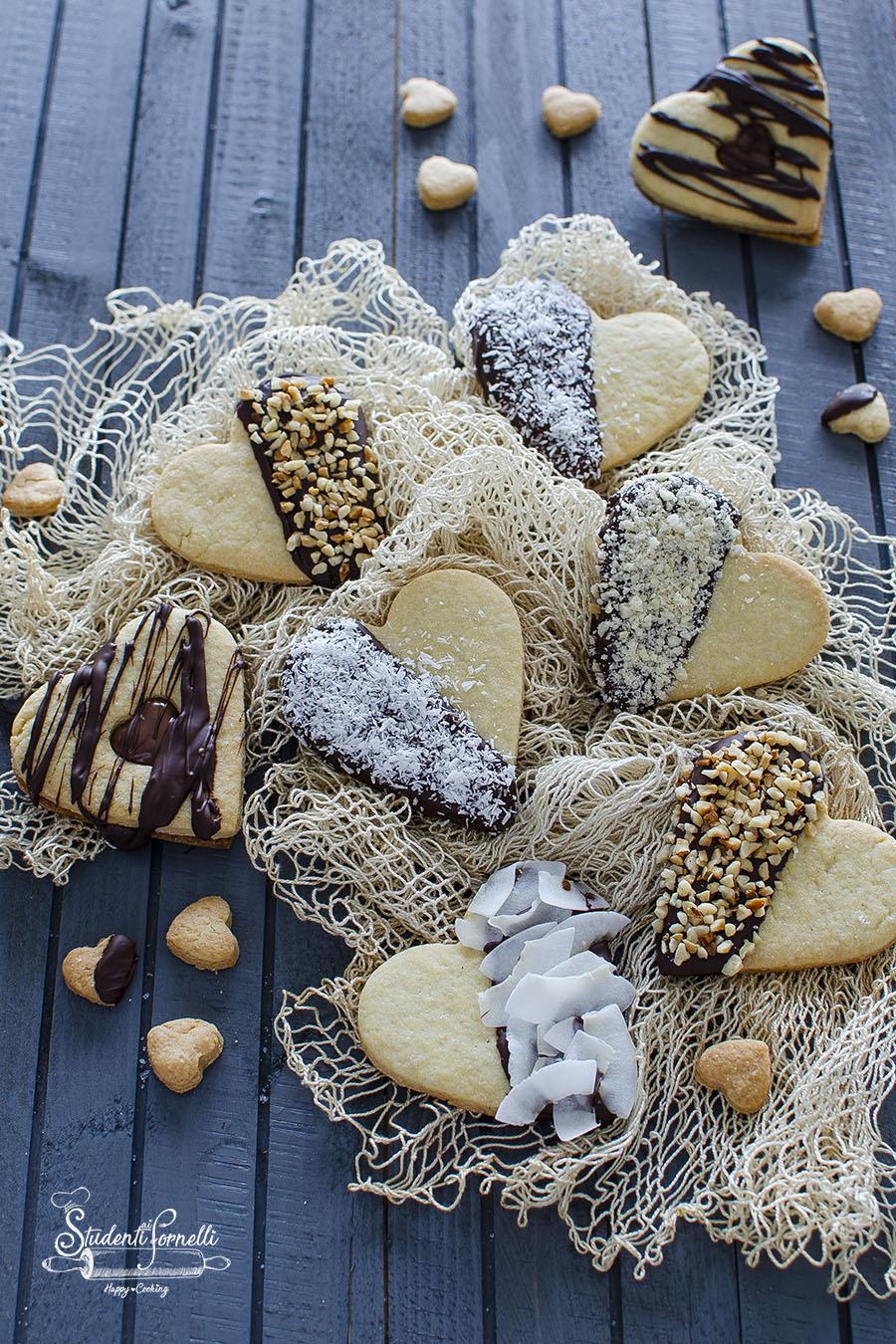 biscotti cuore di pasta frolla decorati al cioccolato san valentino
