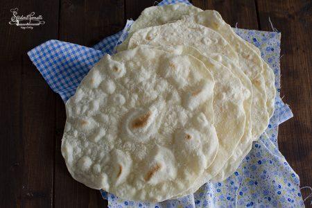ricetta pane senza lievito cotto in padella ricetta pane azzimo tipo piadine
