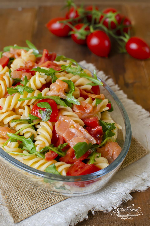 2020 ricetta pasta fredda salmone e rucola pomodorini ricetta primo estivo