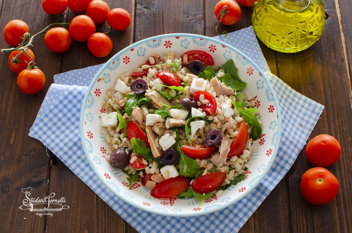 insalata di orzo e tonno con feta e pomodorini ricetta estiva