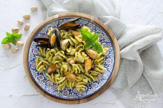 pasta cozze e pesto di pistacchi ricetta primo