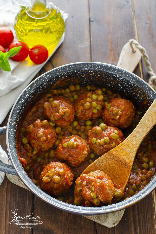 polpette di carne e piselli in padella ricetta