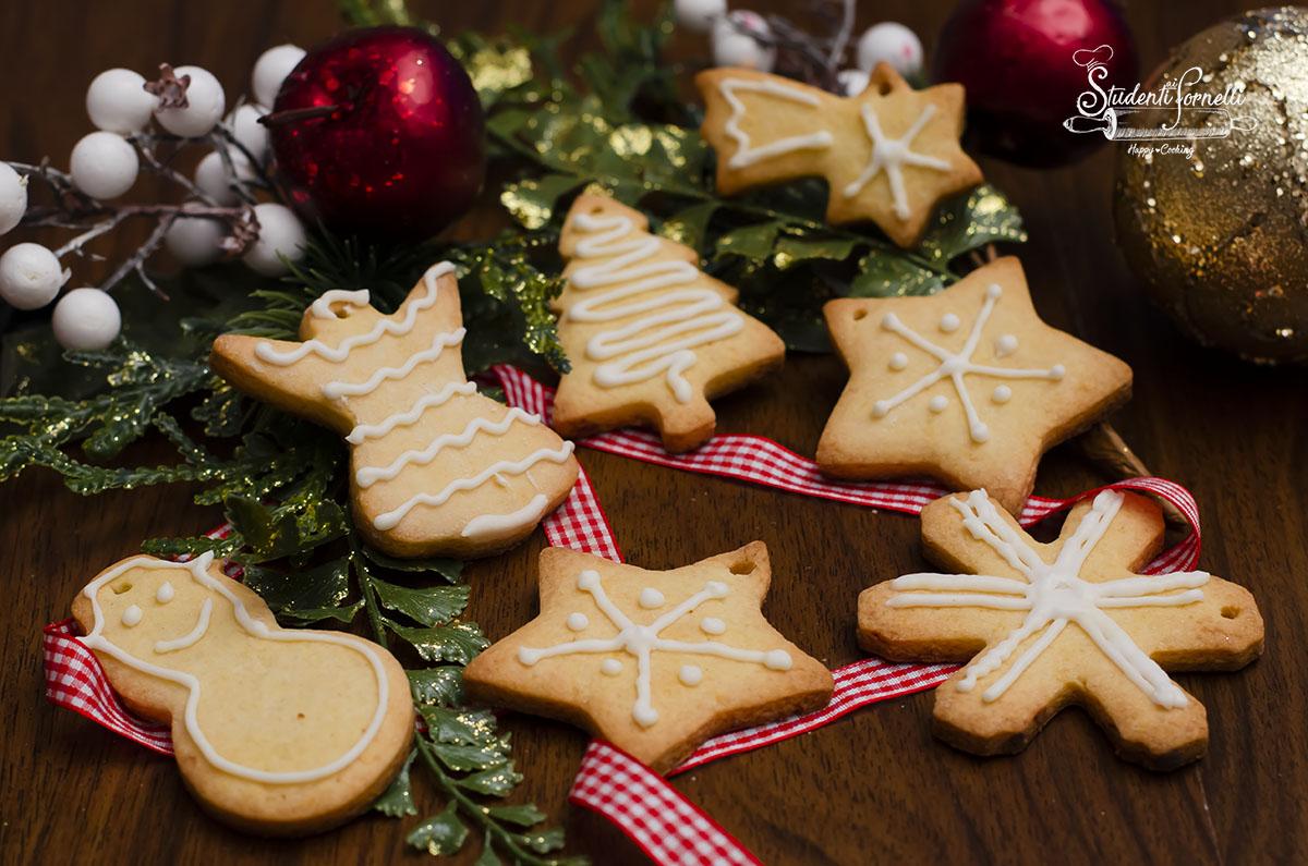 Albero Di Natale Con Biscotti.Biscotti Natalizi Con Ghiaccia Reale Da Appendere All Albero