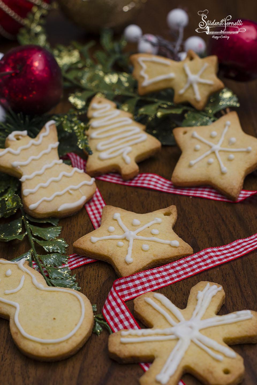 2020 biscotti con ghiaccia reale ricetta biscotti natalizi