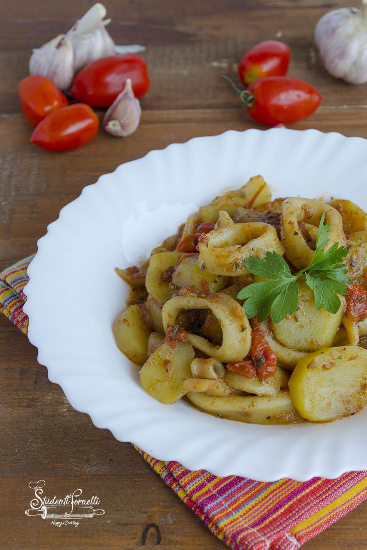 2020 calamari con patate e pomodoro ricetta