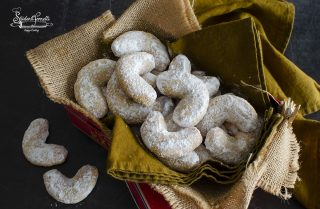 Vanillekipferl biscotti alle mandorle senza uova ricetta natale