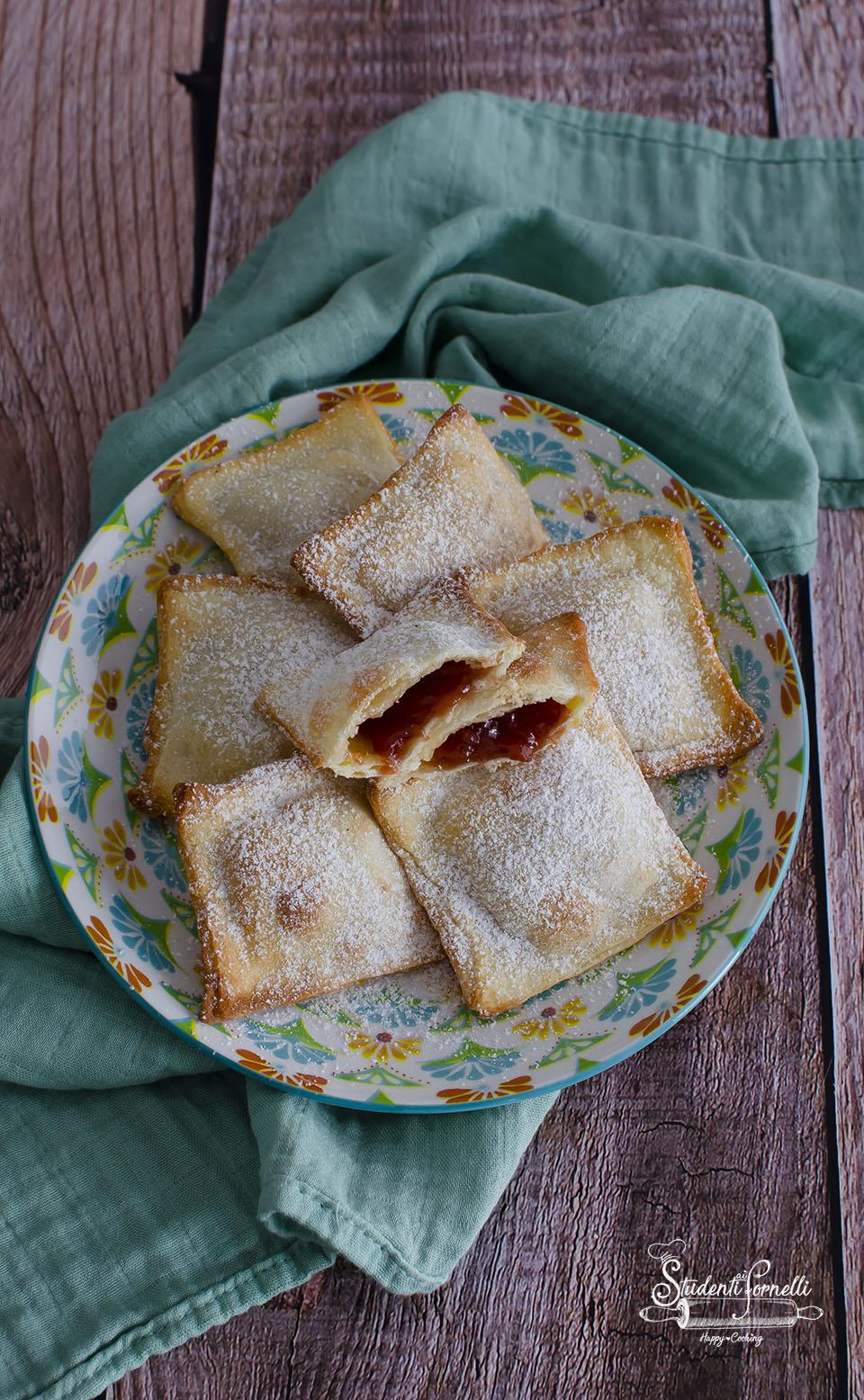 chiacchiere ripiene alla marmellata crostoli alla marmellata di carnevale ricetta ravioli fritti