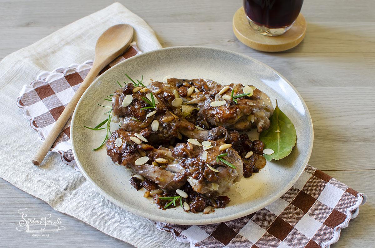 pollo con uvetta e mandorle ricetta secondo