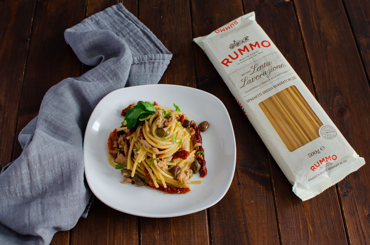spaghetti tonno pomodori secchi e olive_2