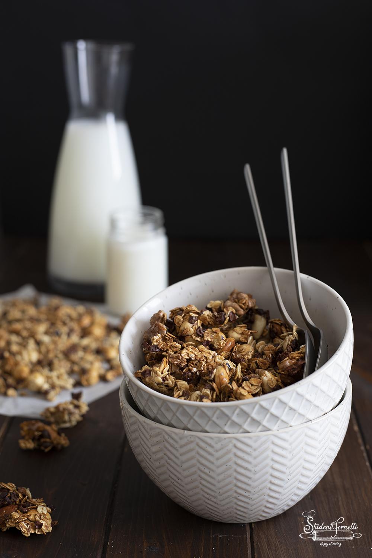 ANT FB granola cioccolato e frutta secca ricetta