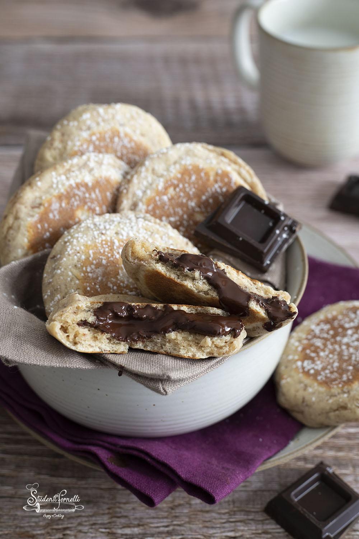 focaccine cioccolato e mandorle in padella senza lievitazione ricetta