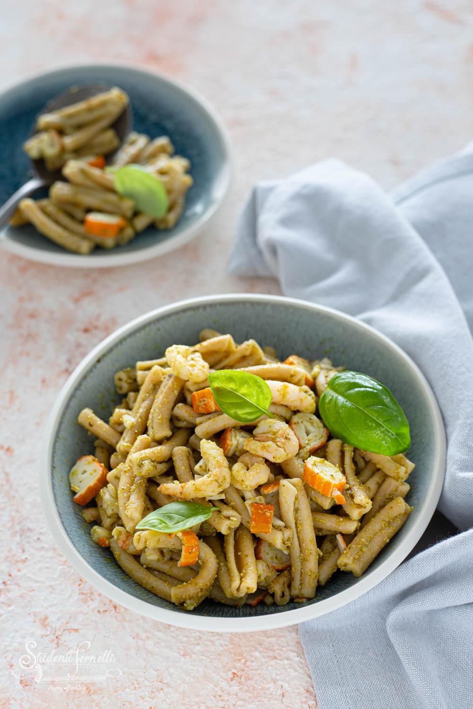 pasta con pesto e surimi e pesto gamberetti ricetta-7827