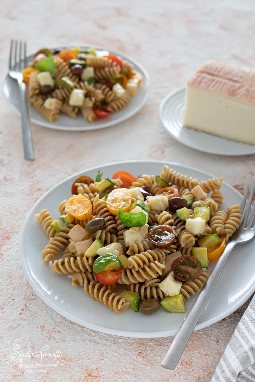 pasta fredda con taleggio pomodorini e olive-7819