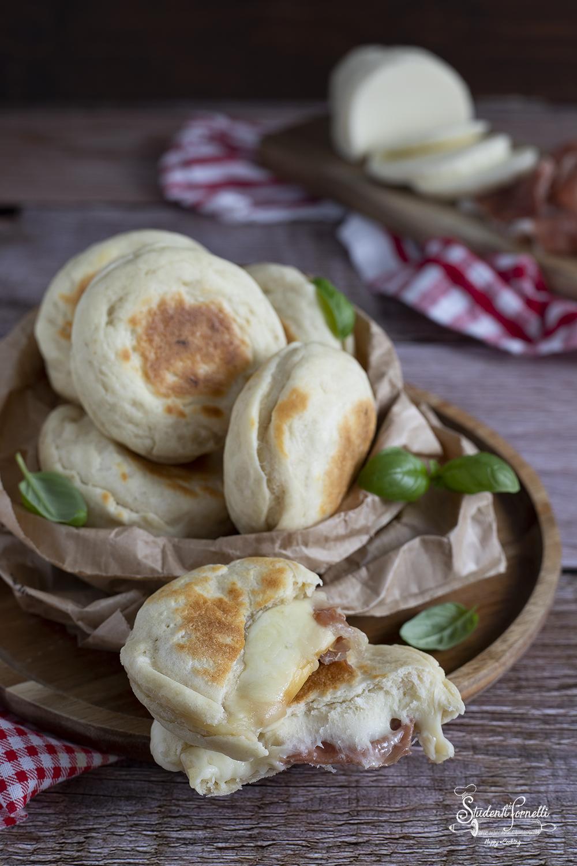 ricetta focaccine al parmigiano ripiene cotte in padella ricetta