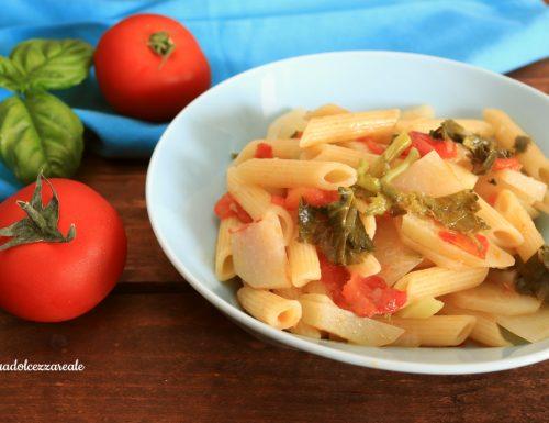 Pasta con il cavolo rapa siciliano e pomodoro