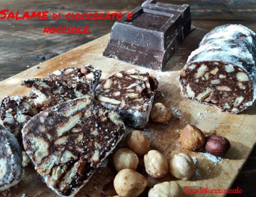 Salame di cioccolato e nocciole facile e senza uova
