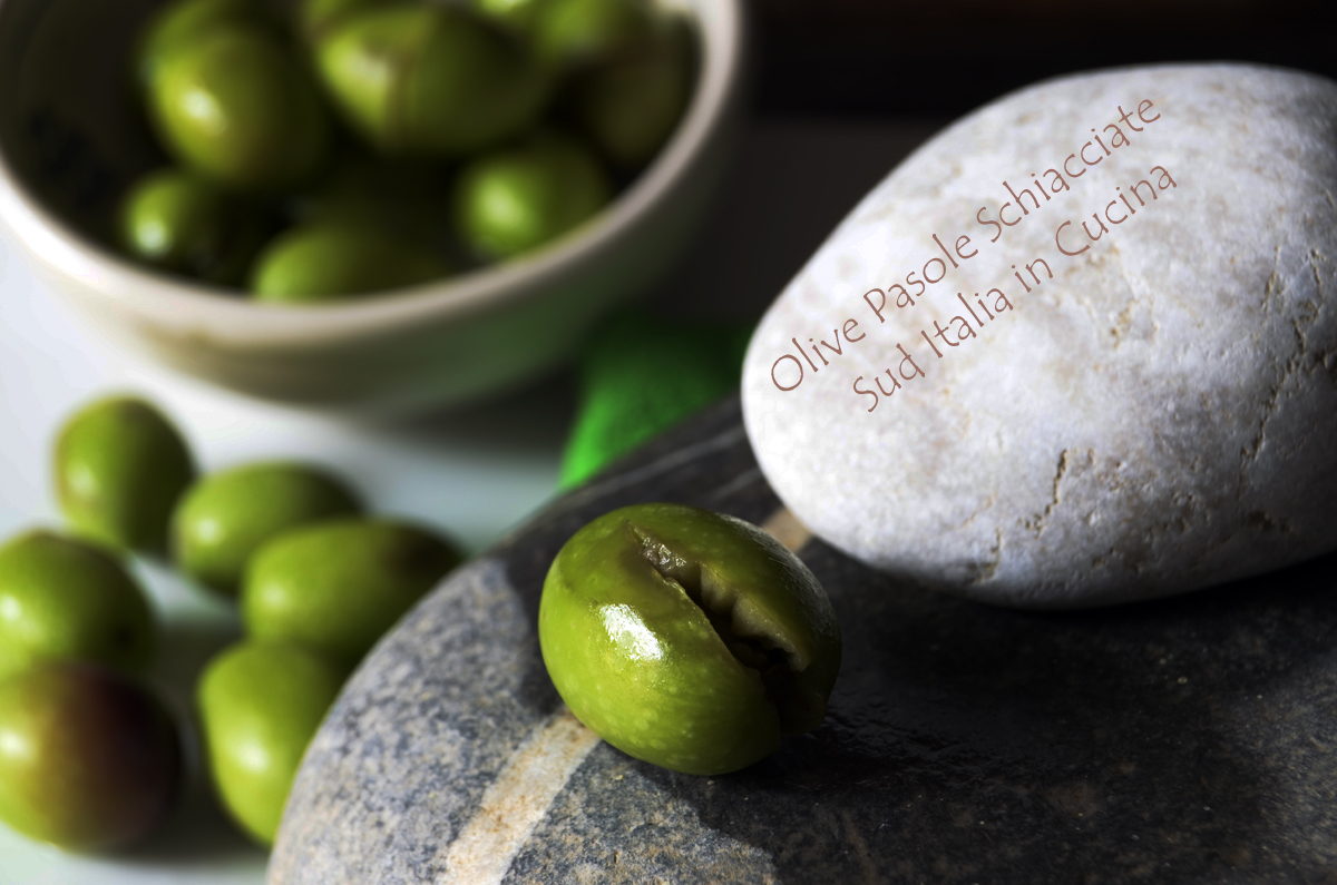 Olive Verdi schiacciate in Salamoia o a 'Ntoss