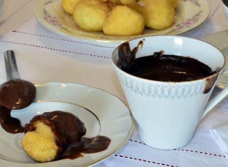 Cioccolata Calda con Pettole