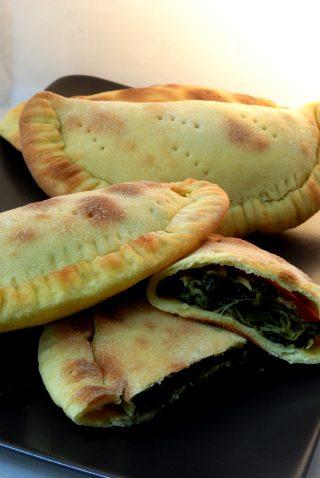 Falaoni o Calzoni al forno con Cicorielle