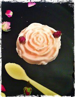 Panna cotta alla rosa (con cucchiaini di cioccolato bianco)