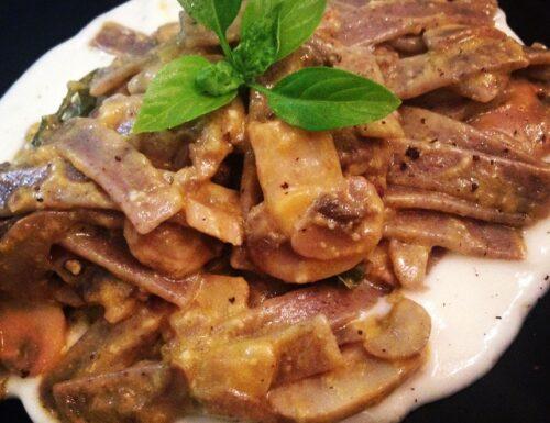 Pizzoccheri al pesto di zucca con funghi e fonduta di gorgonzola