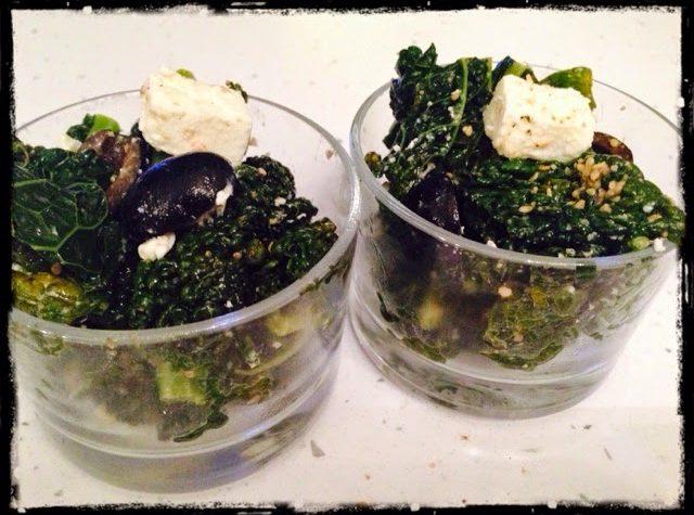 Insalata di cavolo nero olive feta e gomasio