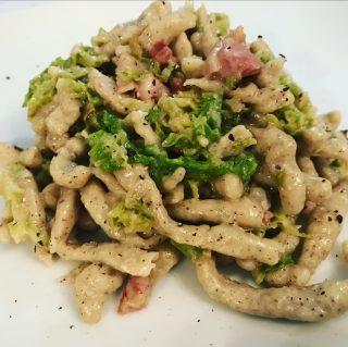 Spatzle di grano saraceno con verza pancetta e gorgonzola