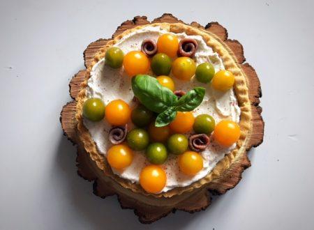 Torta salata al philadelphia con pomodorini e acciughe e frolla al pepe rosa e timo