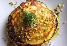 Pancakes alle zucchine e timo con pesto di pistacchi
