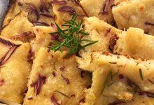 Focaccia con cipolle rosmarino e fleur de sel