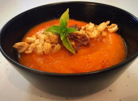 Vellutata di carote con trito di acciughe e briciole di taralli