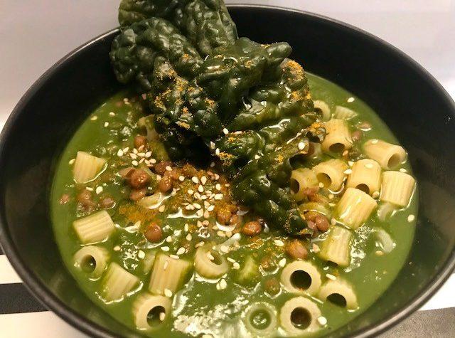 Zuppa di cavolo nero e lenticchie al curry