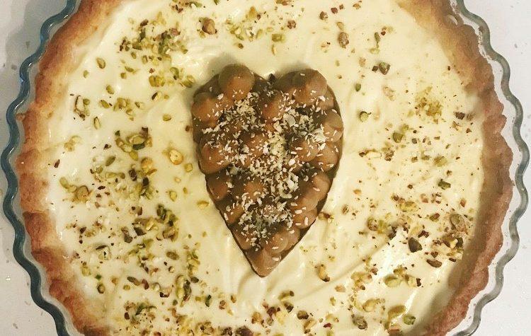 Crostata con mousse al cioccolato bianco e pistacchio