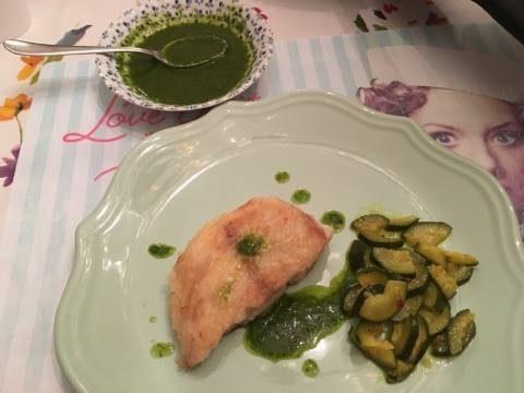 PERSICO INFARINATO IN SALSA VERDE e zucchine trifolate alla curcuma