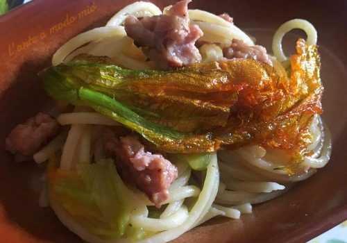 vermicelli con salsiccia di Ariccia e fiori di zucca