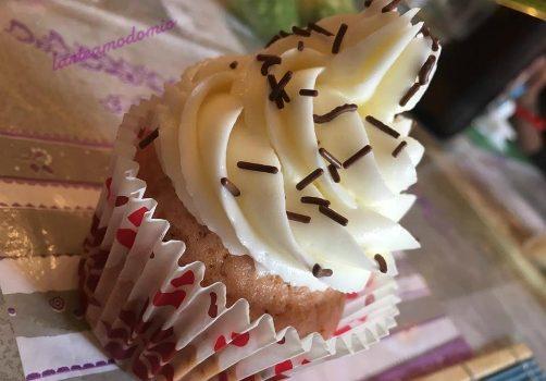 cupcake all'arancia con frosting alla vaniglia