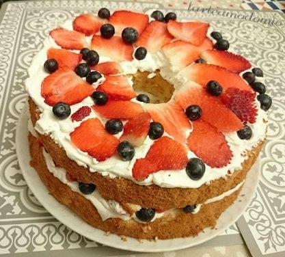 ANGEL CAKE CON PANNA E FRUTTI ROSSI