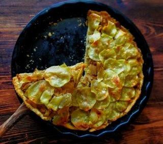 pasta matta con verza e sfoglie di patate