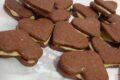 Cuori di pastafrolla al cacao e crema di pistacchio